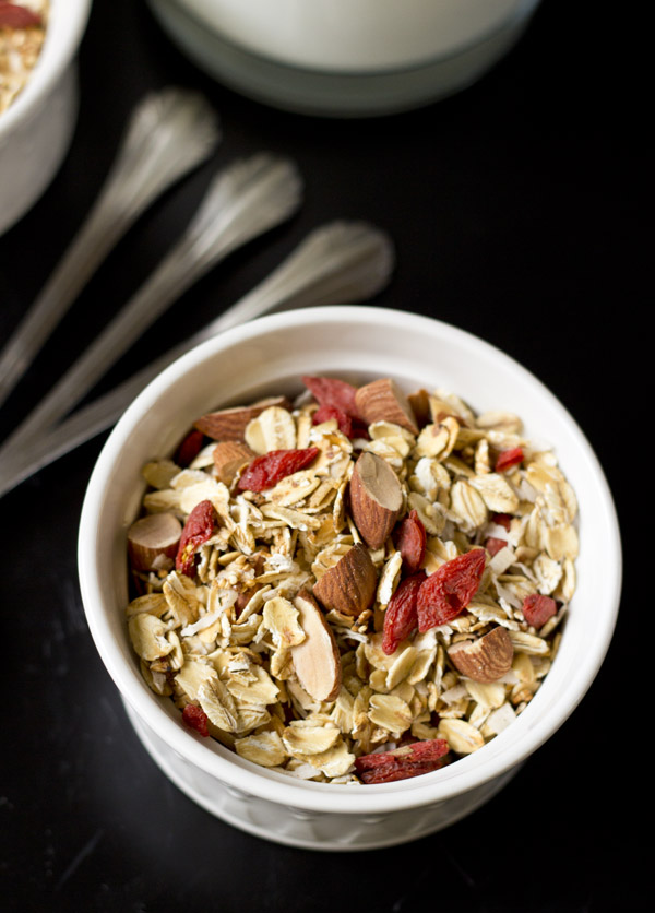 crunchy quinoa granola with goji berry-topview