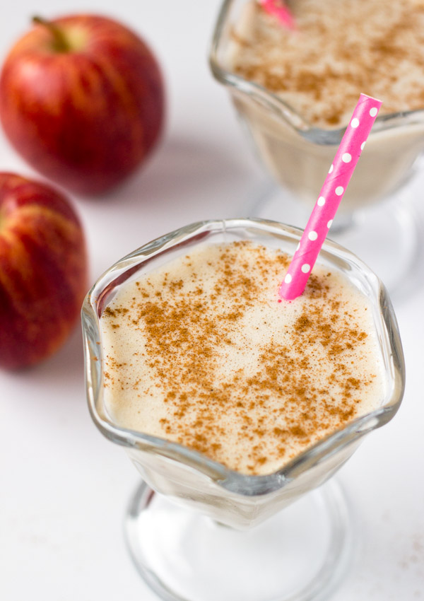 This apple cinnamon smoothie is mild and comforting, and it's a great choice for a fast and nutritious breakfast.
