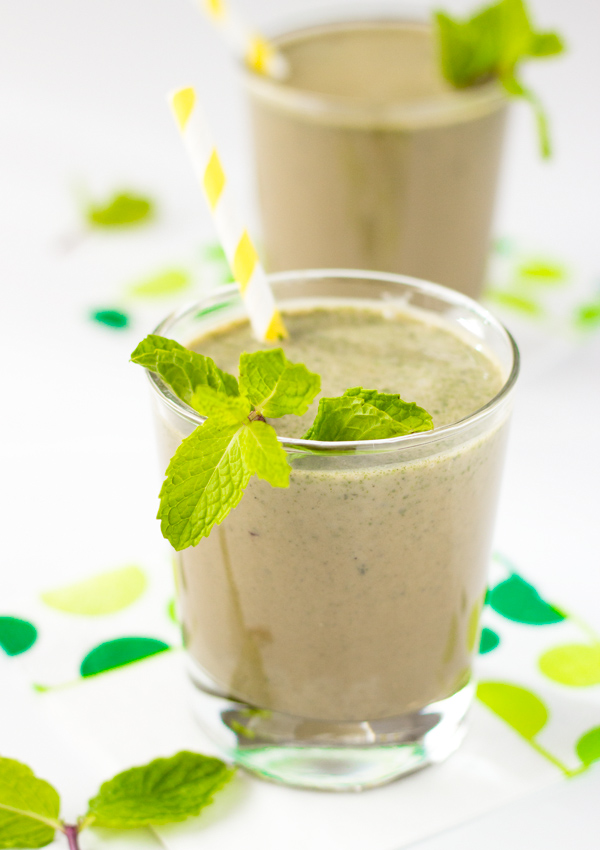 This coconut milk chocolate peppermint smoothie is minty, refreshing, and sweet.