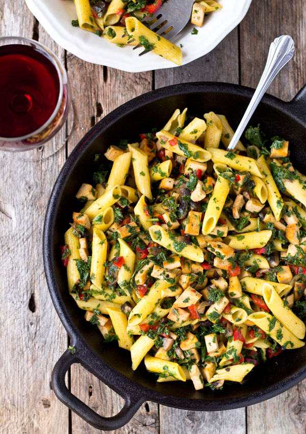 In 25 minutes, the spicy, tangy, and savory pasta salad with proteins, dietary fibers, vitamins, and minerals will be ready, all in one bowl.