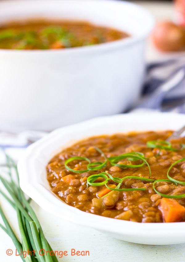 This is a pressure cooker recipe for vegan barbecue lentil stew. The strong sweet and tangy barbecue flavor and the mild earthy flavor from lentils are perfectly preserved under the high pressure.