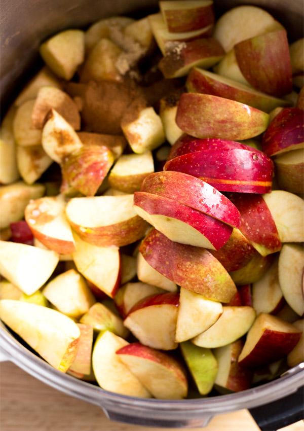 Homemade Spiced Applesauce (Pressure Cooker Method)