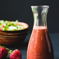Mustard Seeds Strawberry Balsamic Vinaigrette Dressing-It only takes 5 minutes to make this mustard seeds strawberry balsamic vinaigrette dressing. It's super fresh and absolutely one of the best homemade salad dressings. (#glutenfree #lowcarb #HealthyDressing #StrawberryVinaigrette #HomemadeDressing)